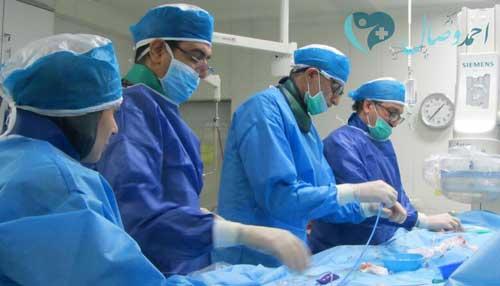 دکتر وصال در حال انجام آنژیوگرافی اطفال